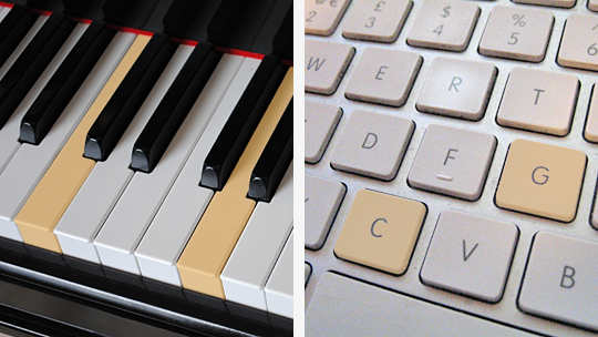 On the left, a piano keyboard with middle C and the G above it highlighted; on the right, a computer keyboard with the C and G highlighted.